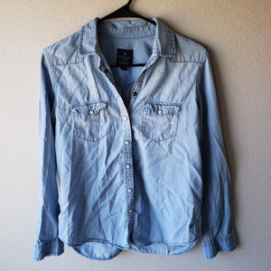 American EagleOutfitters | Chambray button down